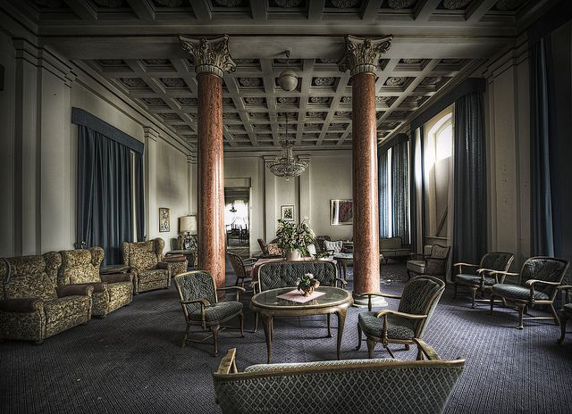 The real abandoned overlook hotel interiors pinterest for Overlook hotel decor