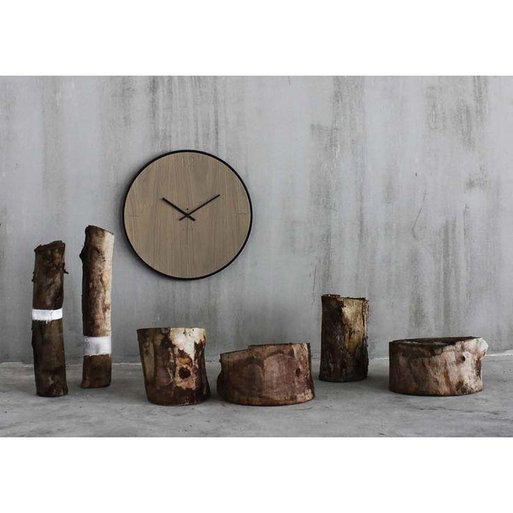 Ρολόγια τοίχου ξύλινα της εταιρείας xline. wall clock natural oak grey 125€