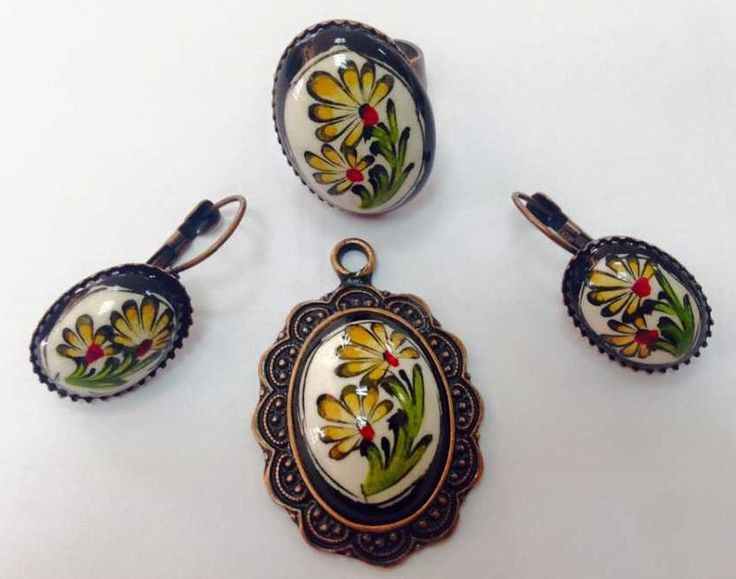 Iznik tile jewel set hand painted with daisy motives / Turkish traditional tile oval shape pendant earring and ring / unique gift for her by TurkishAccessories on Etsy