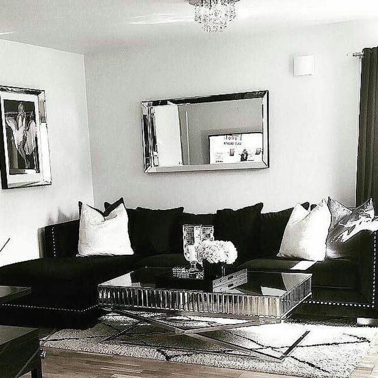Nydelig hos @cathrine92 #Siennasalongbord140 og #romasofa fra @classicliving   morgen  ungene sover enda så de må vel egentlige vekkes nåalltid like vanskelig å stå opp på mandager helgen er over og ny uke står for turblåååser bort i Drammen idag  da Men ha en Fin dag alle sammen  #classicliving #livingroom #stue #interior #coffetable #salongbord #steele #glamfurniture #homeandliving #sofa #glam #interior123 #passion_4_home_decor #passionforhome