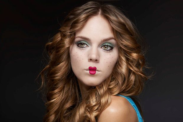 Además del outfit, ¡sorprende a todos con tu make-up! Maquillaje Halloween, Doll Makeup, Halloween Make Up, Yoga Poses, That Look, Glamour, Costumes, Lifestyle, Womens Fashion