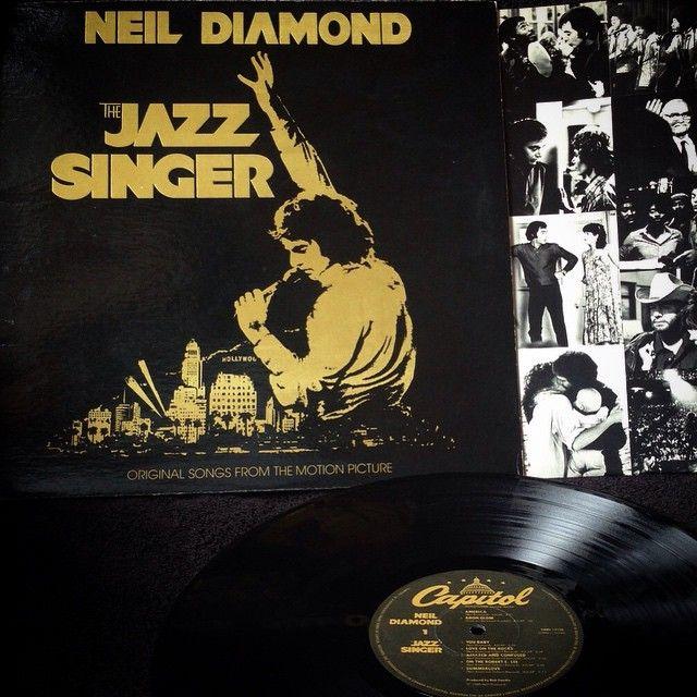 Neil Diamond - The Jazz Singer1980, CANADA, Capitol SWAV-12120The Jazz Singer fue el álbum más vendido de Neil Diamond en USA, con mas de 5.000.000 de copias vendidas.Soundtrack en perfecto estado, edicion de 1980, prensado en Canadá, Gatefold con insertos originales.