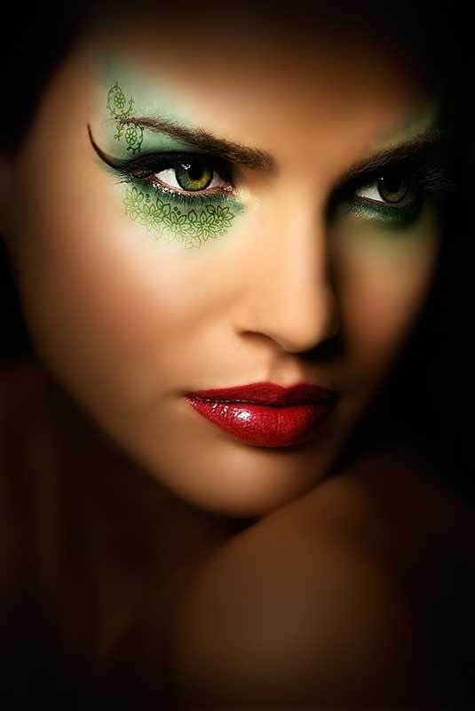 Poison ivy Make-up inspiration - Green eyeshadow .