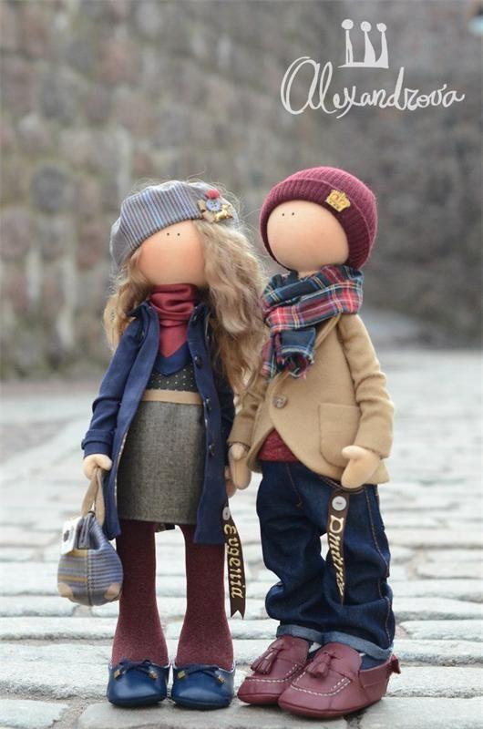 Авторские куклы Татьяны Александровой: EVGENIA and DMITRIY Оригинальная идея принадлежит Татьяне Коннэ. Рост куклы 46см., тело выполнено из кукольного трикотажа, наполнитель — холлофайбер, волосы - ...