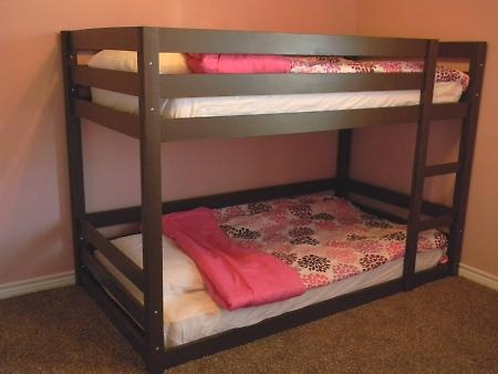 Bunkbed with lower bed on the floor.