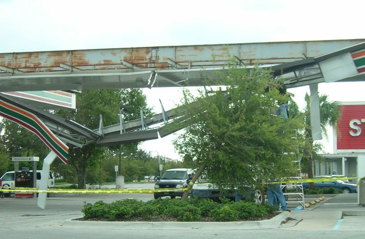 Hurricane Charley Damage in lake wales fl | damage caused to a gas station by hurricane charley in kissimmee ...
