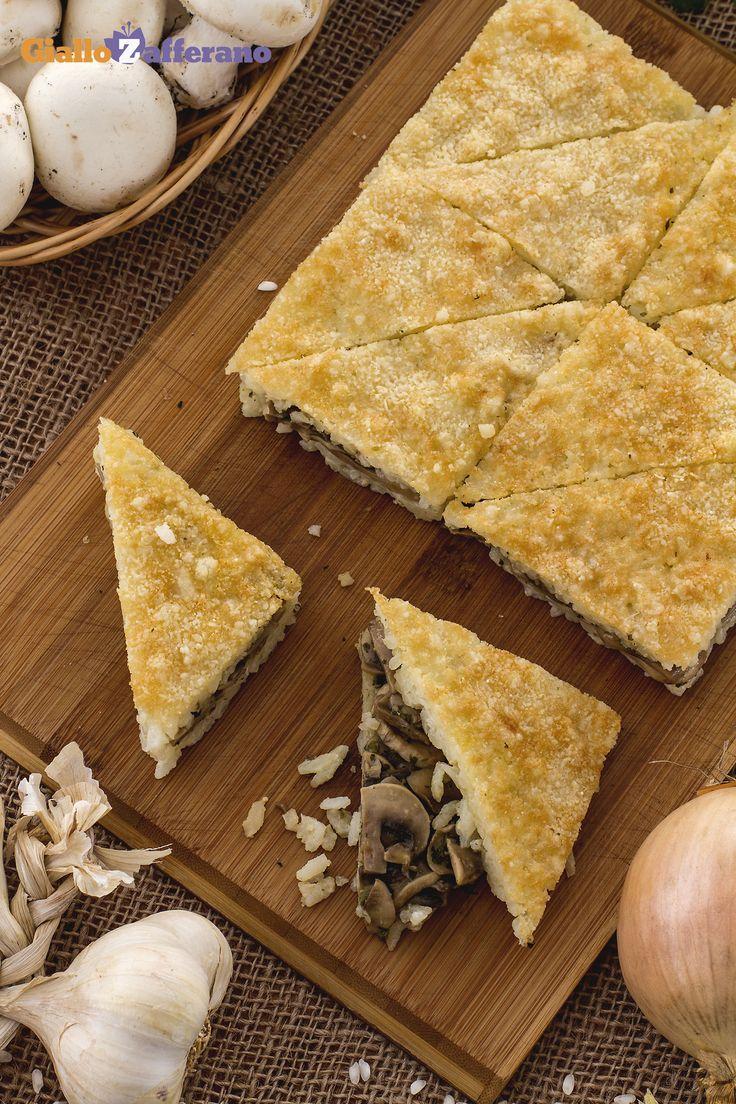 La #torta di #riso #schiacciata è un'originale alternativa  per gustare il #classico #risotto ai #funghi. Una sorta di gustosa e saporita #torta di riso! #ricetta #GialloZafferano #autunno #italianfood #italianrecipe #autumnrecipe #mushroomsrecipe