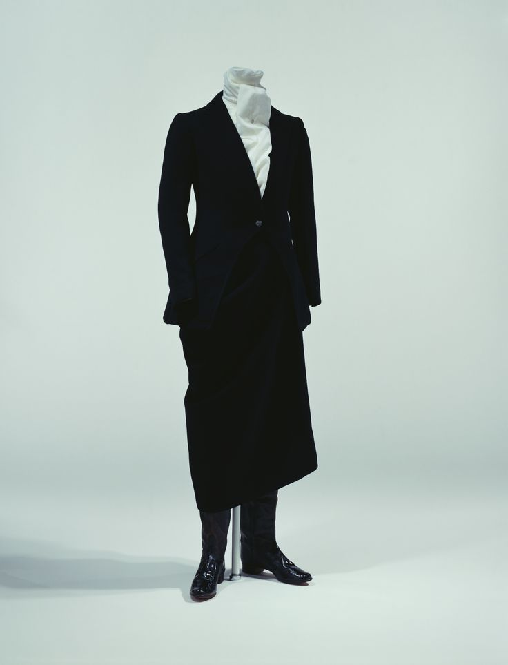 1900s, France - Riding habit by Henry Creed - Black wool twill; tailored cutaway jacket; skirt configured for right-knee-bend style of side-saddle riding; worn over jodhpurs
