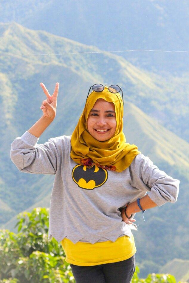 Batman croptea, yellow shawl