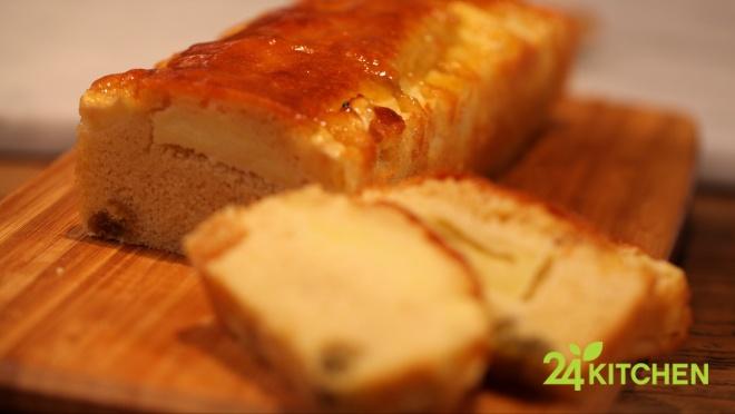 Pişmiş elma ve kayısı reçelinin muhteşem kokusu günün tarifinin en önemli özellikleri… Yumuşacık kek hamuru ağzında dağılırken kendini çok iyi hissedeceksin.