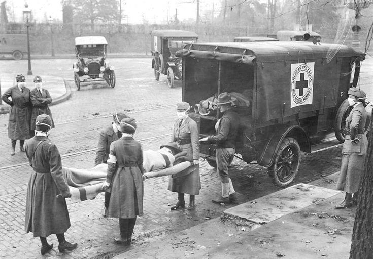 Cruz vermelha americana recolhendo vítimas da epidemia de gripe em 1918
