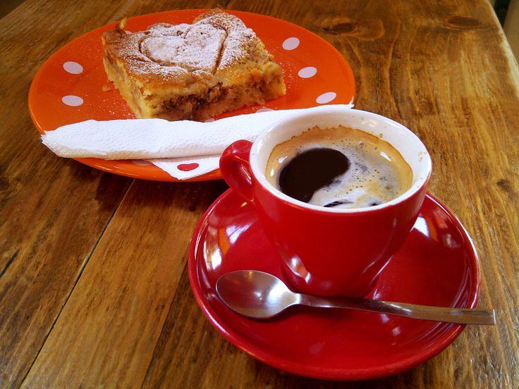 Lungo & apple cake @ Café Francesca