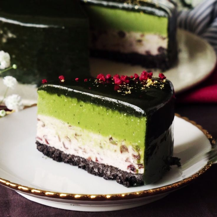 With an Oreo crust and layers of creamy mousse, this pretty cake is dessert at its tastiest.