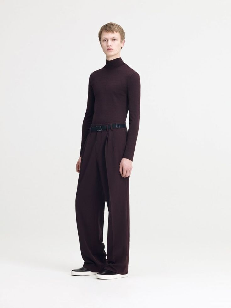 Turning out wide-cut trousers and a slim-fit turtleneck sweater, COS embraces…