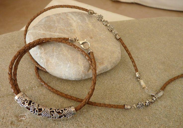 """Ce cordon lunettes bijou """"LORIDA"""" est composé d'un lacet de cuir naturel tressé brun , de perles et apprêts en argent tibétain. Le LORIDA est proposé avec un bracelet assorti - 16778038"""