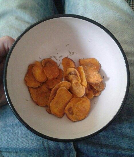 No fry, homebaked sweet potato crisps with rosemary and sea salt