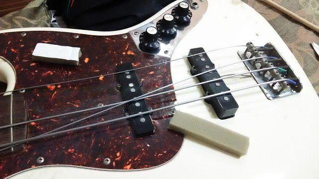 自宅録音研究所|Bedroom  Recordings Blog: ピックアップの下にスポンジを入れる:フェンダージャズベースのメンテナンス|修理#音楽 #楽器 #ギター #ドラム #ベース #太鼓 #パーカッション #自作楽器 #アンプ #ギターアンプ #ベースアンプ #Amp #GuitarAmp #BassAmp #Music #musical #instrument #guitar #drum #bass #percussion #Homemade #Instruments