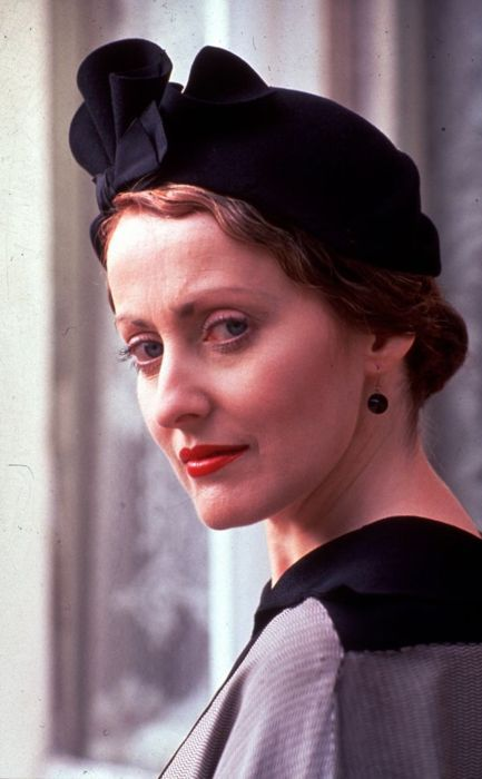 Google Image Result for http://images2.wikia.nocookie.net/agathachristie/images/e/e1/Tumblr_lf6gk7bxwB1qgrla1o1_500.jpg