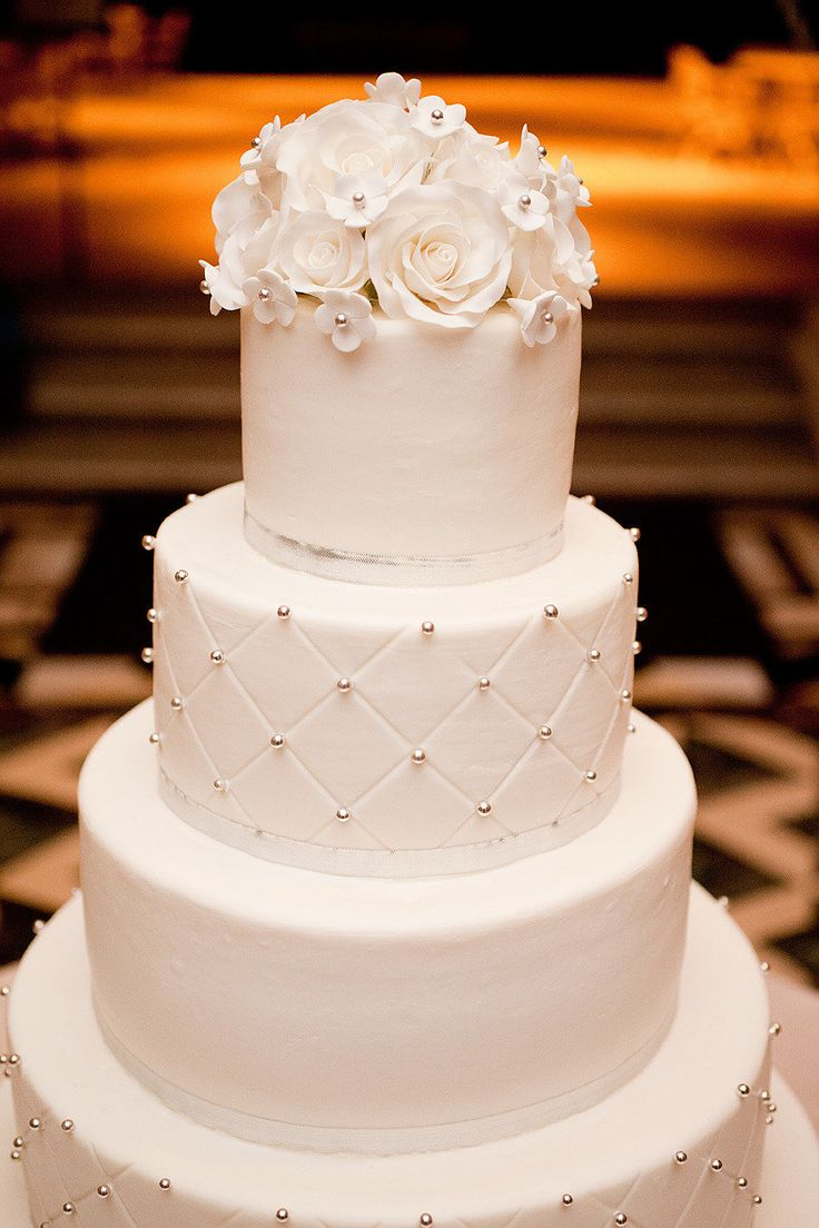 Wedding Cake: Very classic & modern ~ all at the same time! Photography by capturedbyjen.com