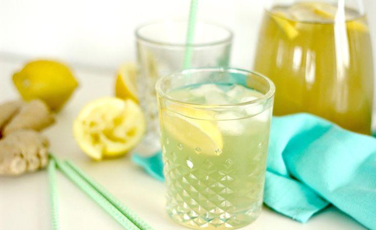 """Zoals mijn moeder in de zomer (en na de zoveelste blaasontsteking) altijd tegen me zegt: genoeg drinken. Nu is veel drinken natuurlijk voor heel veel dingen goed: o.a voor een mooie huid en tegen hoofdpijn. Alleen water vind ik alleen niet altijd lekker, dat gaat gewoon echt vervelen op een... <a href=""""http://cottonandcream.nl/zelfgemaakte-ijsthee-gember-en-citroen/"""">Read More"""