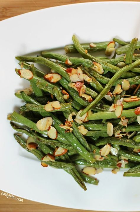 These Garlic Roasted Green Beans with Almonds are healthy, flavorful, and so easy to make! Only 80 calories or 1 Weight Watchers point per serving. www.emilybites.com #healthy