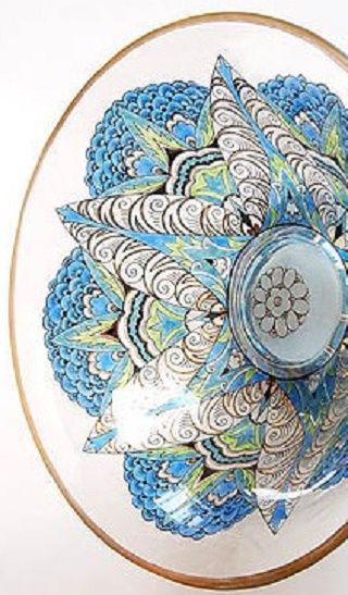Zdroj   Botterweg Auctions Amsterdam   Description: Bowl on hollow stand with enamel paint decoration and gilt rim, design attributed to Alfred Walter ca.1915, executed by Fachschule Steinschönau / Bohemia