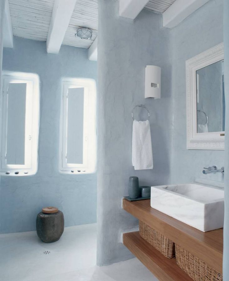 tadelakt in the bathroom coloured in alpha verona by sikkens creamy
