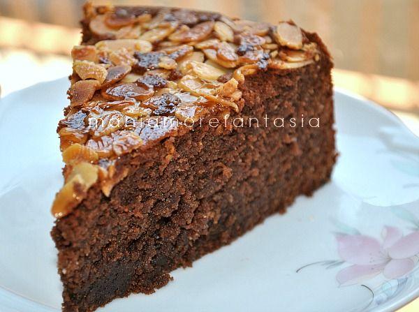 La torta caprese è un calssico della pasticceria campana, questa è la versione del maestro Montersino. Scoprite la ricetta cliccando sul link.
