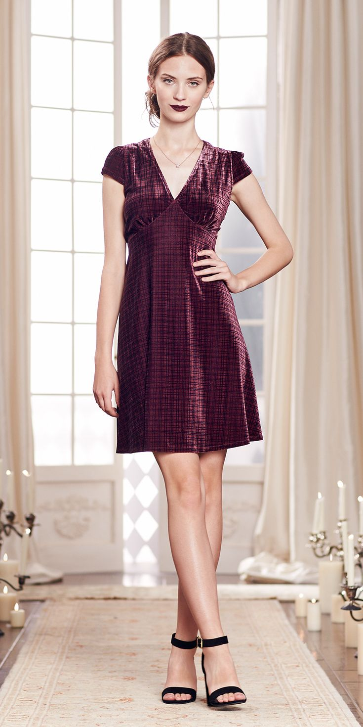 The epitome of romance? Cap sleeves and an empire waist. Add in a lush plum velvet and—swoon! Fall in love with this dress for any of your fall events. Shop the complete LC Lauren Conrad Runway Collection at Kohl's.