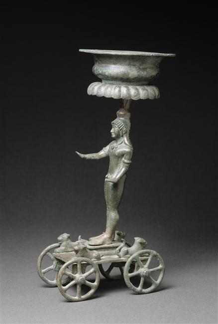 Encensoir : éphèbe sur un chariot. Fin 6e, début 5e siècle av J.-C. Paris, musée du Louvre