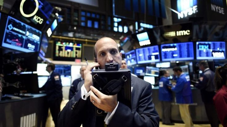 A bolsa de Nova Iorque abriu esta quinta-feira em alta, acompanhando a subida do preço do petróleo. Na quarta-feira, Wall Street encerrou com um novo recorde no índice Dow Jones. http://observador.pt/2017/11/30/bolsa-de-wall-street-segue-em-alta-acompanhando-subida-do-preco-do-petroleo/