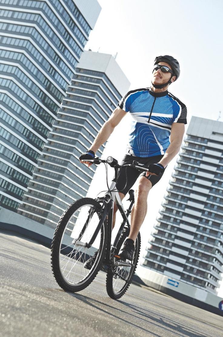 Spodenki i koszulka rowerowa – podstawowy element ubioru każdego kolarza. Kolekcja rowerowa by Lidl.