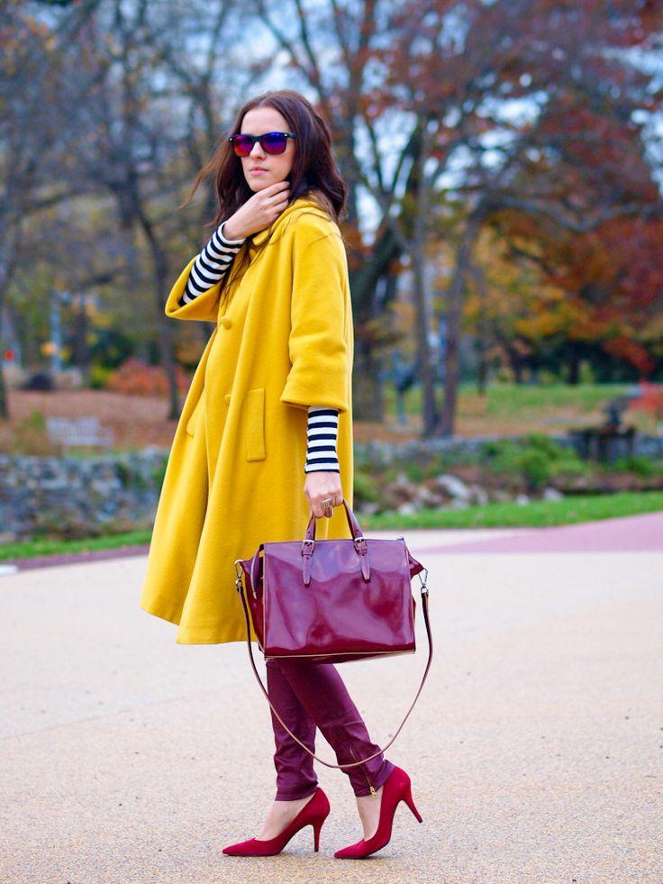 Желтое пальто 2017 (123 фото): с чем носить, какой шарф подойдет, модное пальто, сумка к пальто желтого цвета, аксессуары, светло-желтое