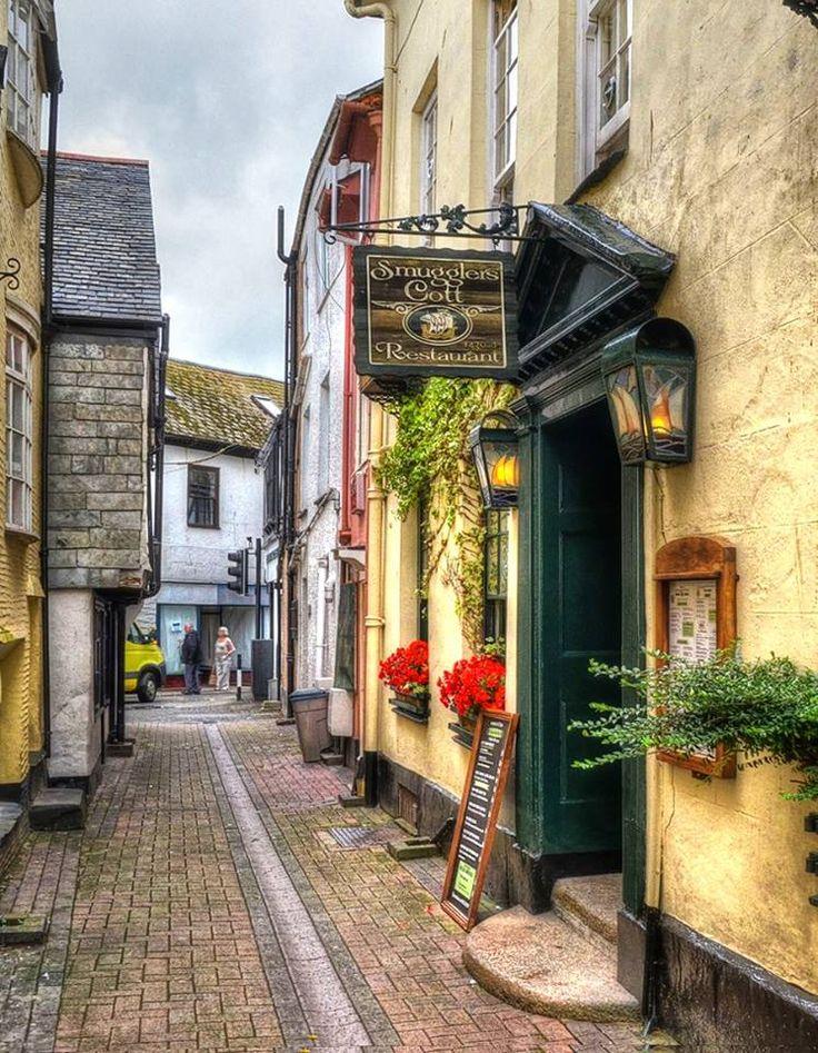 Poldark country. The Smugglers Cott restaurant, hidden down a narrow alleyway in Looe, Cornwall.