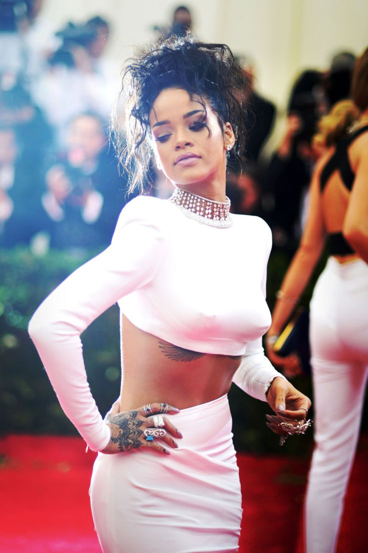 Rihanna | 2014 MET Gala                                                                                                                                                     Más