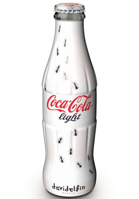 """Modelito de """"David Delfín"""" para botella de Coca Cola"""
