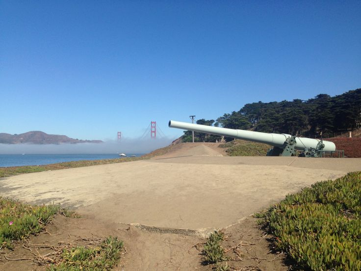 A wonderful and popular hike in San Francisco. Batteries to Bluffs trail near Baker Beach.