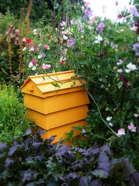Stackable Beehive composter...go to tillysnest.com for DIY plans