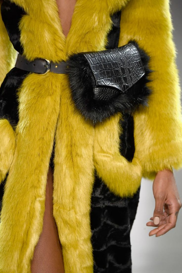 The Best Bags Spotted On The Fall 2018 Runways: Vivienne Hu