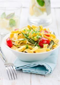 Tagliatelle con asparagi e pomodorini http://www.gustissimo.it/ricette/pasta-verdura/tagliatelle-con-asparagi-e-pomodorini.htm
