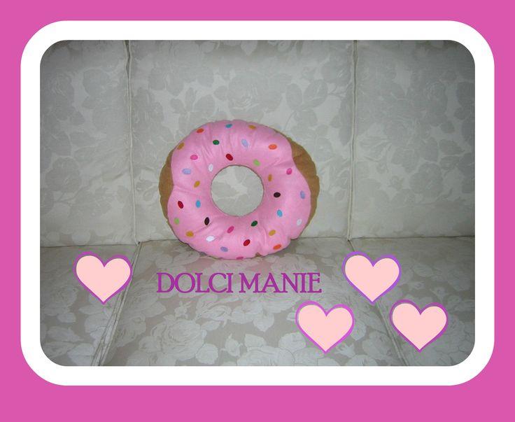 cuscino ciambella con glassa rosa e zuccherini colorati