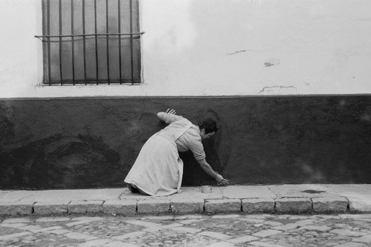 © Constantine Manos/Magnum Photos // Seville. 1955.