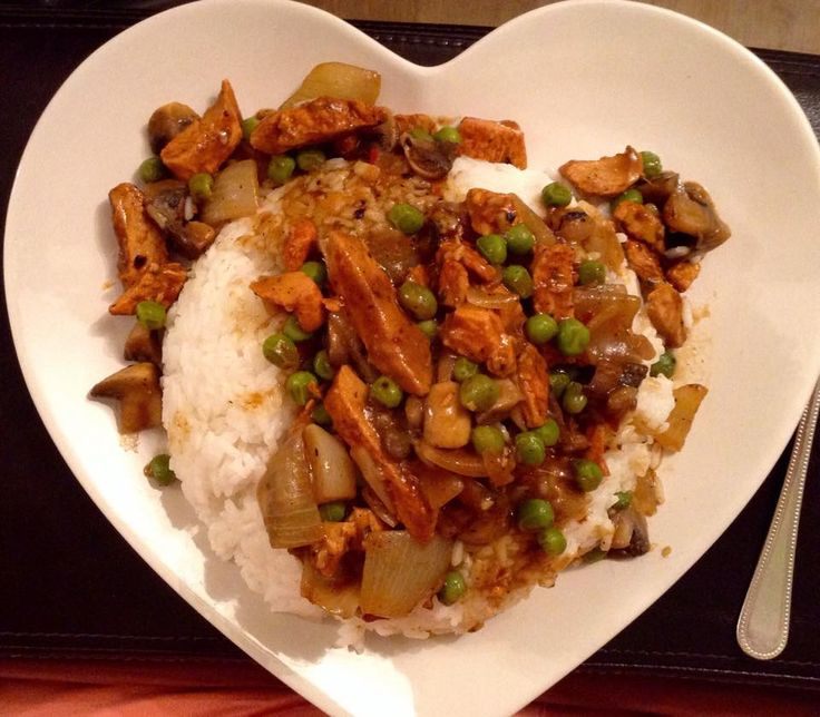 Chicken Curry made up with Mayflower Curry Sauce 4 syns and a Chilli Flavour Pot from Knorr 1.5 syns so all in all 5.5 syns for the whole pan..  18-08-2015