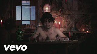 Soan - Me laisse pas seul en duo avec La Demoiselle inconnue (Clip officiel) - YouTube
