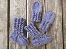 Vanuttunut Villasukka: Pörrin pitsineuleiset sukat ja lapaset