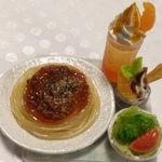 ミニチュア・ミートスパゲティ&オレンジクリームソーダ
