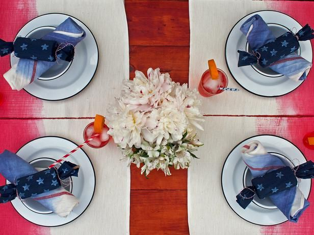 Easy Fourth of July Decorations (http://blog.hgtv.com/design/2014/06/27/easy-fourth-of-july-decorations/?soc=pinterest): July Parties, Tables Sets, Ombre Tables, Ombre Di Tables, Ombre Parties, Parties Ideas, July Decor, Tables Linens, Parties Linens