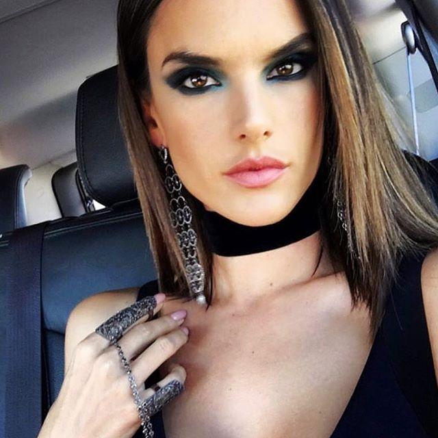 Inspiração de make com batom vermelho, olho gatão esfumado na Kate Moss, maquiagem perfeita na Gigi Hadid... No Instagram @diadebeaute posto várias fotos d