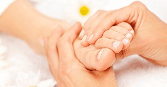 La hinchazón que se presenta en pies y tobillos es un problema que afecta a muchas personas en todo el mundo, sobre todo aquellas de cier...