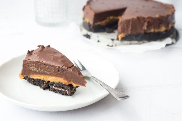 Wohoo, ik ben vandaag jarig! Hoogste tijd voor taart en ik ben aan de slag gegaan met een variatie op mijn favoriete chocoladefudgetaart. Dit is versie 2.0!